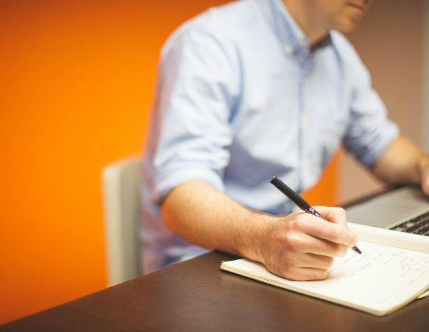 Como contratar um redator freelancer